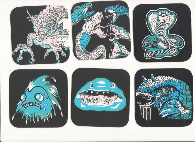 Aufkleber oder Sticker von der Schießbude auf dem Jahrmarkt mit Schlangen, Totenköpfen, Monstern