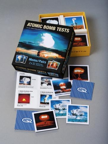 """Das neue Memory-Spiel von Weltquartett heißt Atomic Bombs Memo"""" und zeigt verschiedene Atompilze etwa vom Bikini-Atoll."""