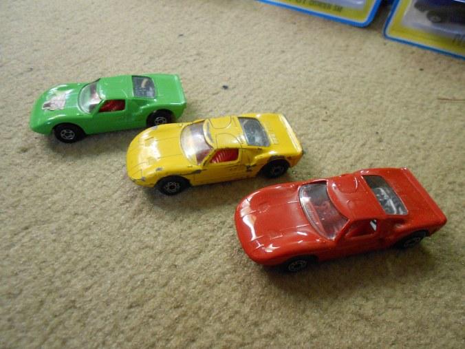 Modelle des Matchbox Superfast Ford GT_40 LS 41-A in Limetten-gruen, gelb und rot aus Italien (der seltene multipack),  brasilien und Bulgarien