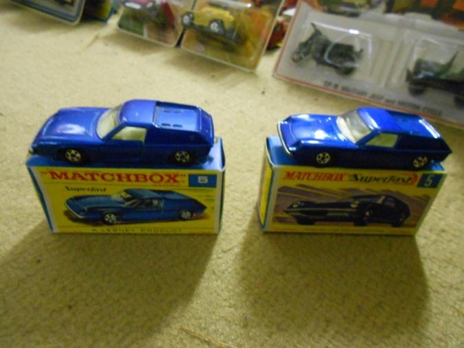 Passend zum Matchbox-Autoquartett von Piatnik hier der Superfast Lotus Europa LS 05-A in dunkelblau-metallic und mit 5-Spoke-Wheels.