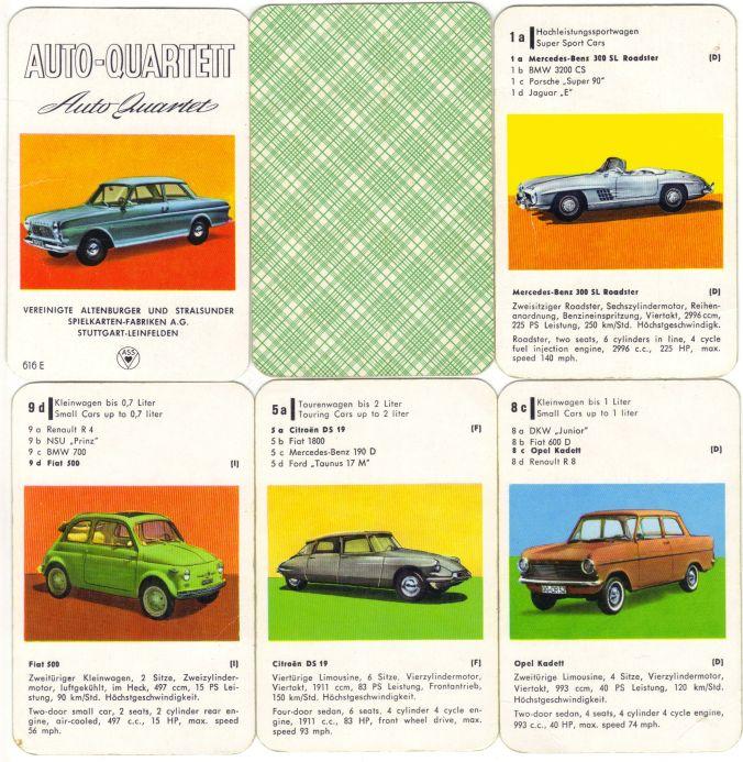 Diese Autoquartett-Rarität mit Nr. ASS 616 E in deutsch und englisch von 1963 mit Ford Taunus 12 M und karierter Rückseite enthält Mercedes 300 SL Roadster, Fiat 500, Citroen DS 19 und Opel Kadett A.