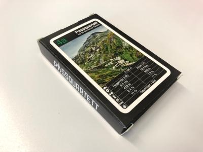Das Passquartett besteht aus 32 Schweizer Pässen und richtet sich primär an radsportbegeisterte Pässefahrer.