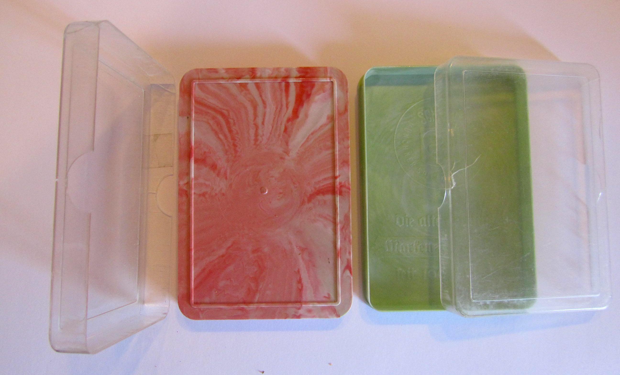 pinke und hellgrüne Quartettschachtel